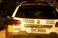 Mulher tem celular levado por bandidos armados em uma moto no bairro Machado