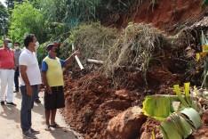 Prefeito confere danos provocados pelas chuvas no bairro Pedreira