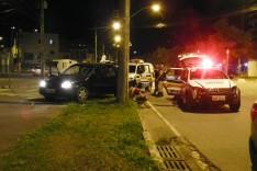 Homem é detido depois de provocar acidente com viatura na Avenida Cristina Gazire no Juca Rosa