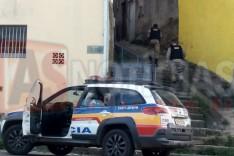 Homem inconformado com separação efetua tiros em Beco no bairro Juca Rosa em Itabira