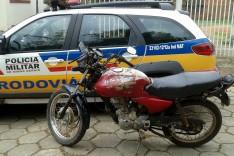 Policiais Rodoviários apreendem motocicleta com numeração raspada e prende inabilitado em Santa Maria de Itabira