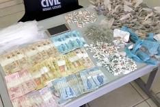 PM e PC  prenderam um homem suspeito de trafico de drogas na Vila Marília em Santa Maria de Itabira