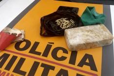 Policiais Rodoviários prenderam um homem que transportava drogas e munições de BH para Itabira