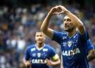 Raposa vence o América-MG e dispara na liderança do Mineiro