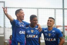 Cruzeiro vence o clássico e garante o primeiro lugar no Campeonato Mineiro