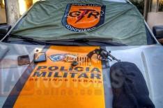 Grupo Tático Rodoviário prende indivíduos armados com moto furtada minutos depois de tentativa de assalto