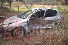 Colisão entre dois veículos deixou três pessoas feridas na localidade do Vista Alegre Estrada do Forninho