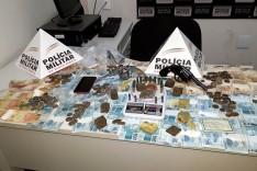 PM de Barão de Cocais realiza operação e prende suspeito co arma, munições e drogas no Bairro São Benedito