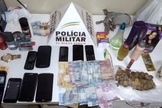 PM de Ferros prende casal e apreende menor suspeitos de envolvimentos com roubos a residencias