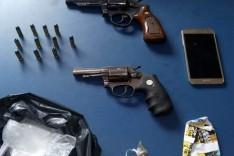 PM prende dois suspeitos de trafico de drogas com dois revolveres em Manhuaçu