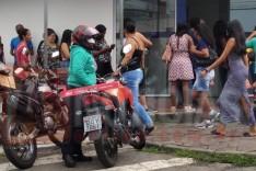 População ignora pedido de isolamento social e troca pelas filas de recebimentos em Itabira