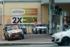 Bandidos rendem funcionaria de posto de combustível e levam moto com malotes de dinheiro em Itabira
