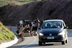 Homem sai ileso depois que roda quebra e sua caminhonete capota na MG-129 próximo ao Cedro
