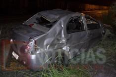 Condutor com suspeita de embriagues foge de acidente deixando carro abandonada na linha férrea no Engenho