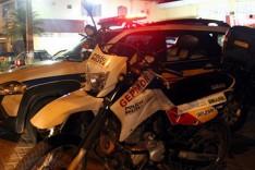 Bandidos tomaram caminhonete Mitsubishi L200 quando vitimas saiam de Supermercado no Gabiroba