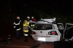 Grave acidente entre Golf e carreta deixou um casal morto na rodovia MGT-262  em Santa Barbara