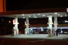 Bandidos armados em uma motocicleta preta assaltaram mais uma vez o posto de combustível do bairro Água Fresca