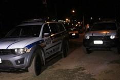 PM prende um suspeito, 119 pinos de cocaína e uma moto no bairro Monsenhor José Lopes