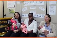 Mães, pais e gestantes são orientados pelo HNSD durante a Semana Mundial de  Aleitamento Materno