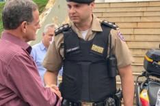Ronaldo Magalhães entrega mais duas viaturas à Polícia Militar