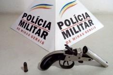 Policia Militar de São Gonçalo do Rio Abaixo apreendeu uma garrucha perdida por indivíduos em moto XRE em fuga