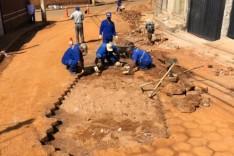 Rede de esgoto – Prefeitura troca tubulação da rua Ouro Preto
