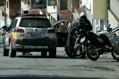 Homem é assaltado por dois bandidos armados em uma Honda XRE que roubam todo seu dinheiro