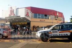 Homem é flagrado furtando peças de picanha no JL da Estação e foi preso pela PM em Itabira