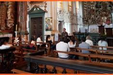 Trade turístico de Catas Altas faz visita técnica na Igreja Matriz