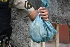Policia Militar apreende drogas escondidas na Rua Quatro do bairro Nova Vista