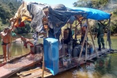 Policia de Meio Ambiente apreende e destrói dragas, fechando garimpo ilegal no Rio Santa Barbara