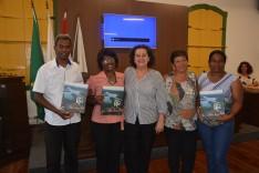 """Câmara Municipal recebe lançamento do livro """"nas trilhas do rio"""""""