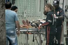 Mulher de 63 anos é socorrida ao pronto-socorro após ser atropelada na Avenida das Rosas