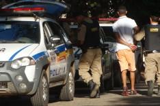 PM apreende Gol furtado com dois indivíduos um deles um adolescente participante de sequestro dias atrás