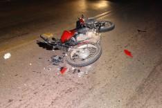 Motociclista sai ileso após colidir motocicleta contra um ônibus escolar na Estrada 105