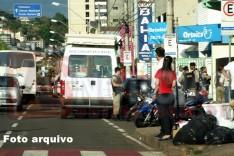 PM durante operação Minas segura apreende maços de cigarros sem nota no Centro de Itabira