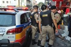 Homem morre e seu corpo permanece por horas sobre a calçada no centro da cidade