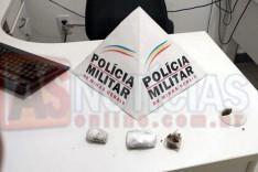 ROCCA localiza tabletes de maconha escondidos em mato no bairro Jardim das Oliveiras em Itabira