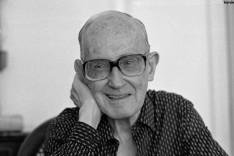 """Espetáculo """"Uma Forma de Saudade"""" celebra memória  e obra de Carlos Drummond de Andrade"""