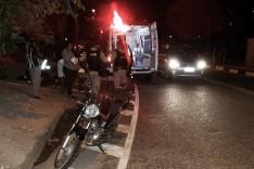 Acidente envolvendo uma motocicleta e um VW Gol deixa moqueiro ferido no bairro João XXIII