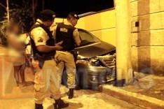 Homem desvia de um buraco e bate contra muro e poste de iluminação no bairro São Pedro