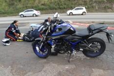Motociclista fica ferido após colidir com motocicleta contra lateral de caminhonete no bairro Chapada