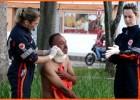 Homem é esfaqueado quando bebia conjuntamente a agressor na Praça Acrísio no Centro de Itabira