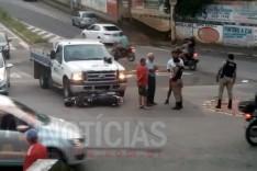 Jovem fica ferida depois que caminhão bateu contra sua motocicleta no bairro Panorama