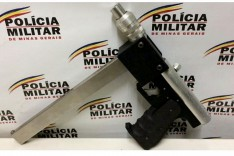 PM de Santa Bárbara desarticula quadrilha de tráfico de drogas e apreende drogas, revólver e submetralhadora no bairro Santa Mônica