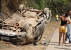 Jovem perde controle de caminhonete capota e é detido ao sair do local do acidente