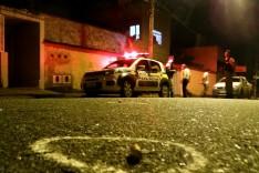 Moradores vivem momentos de terror ao ter casa atingida por disparos de arma de fogo no bairro Major Lage