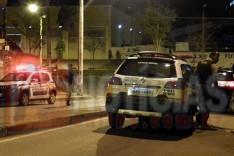 Disparos de arma de fogo em bar no Juca Rosa atingiram um jovem que passava pelo local