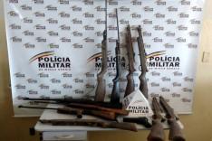 """PM realiza """"operação fecha companhia"""" prende suspeitos e fecha oficina fabricante armas em Santa Barbara"""
