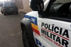Policiais Militares localizaram Fiat Uno furtado nesta madrugada abandonado no 14 de fevereiro